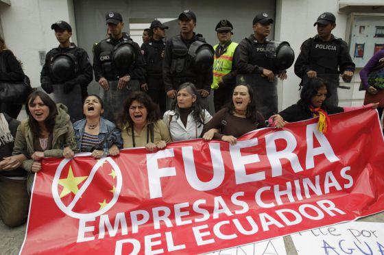 protesta-embajada-china-en-quito.jpg