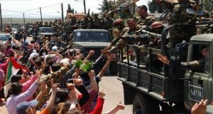 Tropas del ejercito sirio recibidas en una población del Golán.