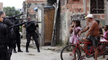 dentro-de-la-policia-pacificadora-un-dia-con-los-jefes-de-la-guerra-en-las-favelas-de-rio