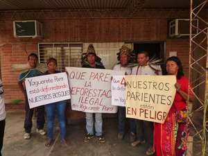 Los indígenas ayoreos protestan contra Yaguareté Porã S.A. que está destruyendo rápidamente su hogar para la producción de carne. © GAT
