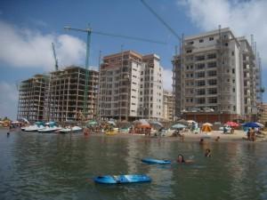 Construcción de edificios en la misma linea de mar